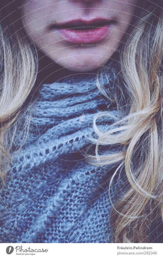 goldlocke. Feminine Young woman Youth (Young adults) Woman Adults Hair and hairstyles Lips 1 Human being 18 - 30 years Scarf Blonde Long-haired Curl Fresh Cold
