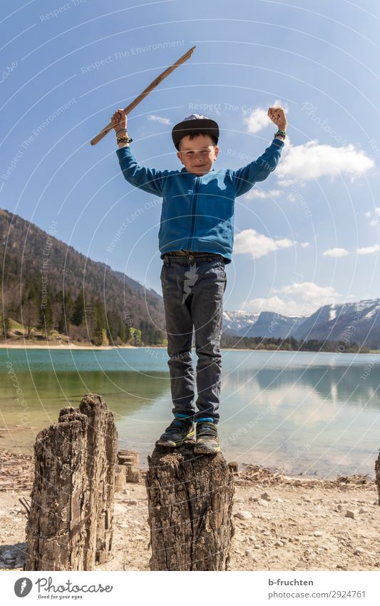 child, hiking, mountain lake, tree trunk Leisure and hobbies Trip Adventure Freedom Hiking Child Infancy 1 Human being 3 - 8 years Nature Landscape Water Sky