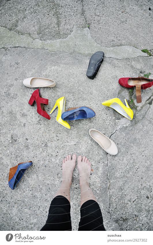 Woman Human being Street Footwear Asphalt Barefoot Difference Toes Decide High heels Selection
