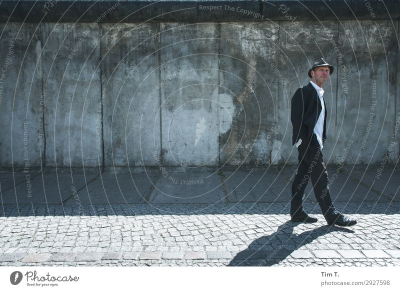 HANNES Human being Masculine Man Adults 1 45 - 60 years Berlin Town Capital city Downtown Manmade structures Tourist Attraction The Wall Perspective