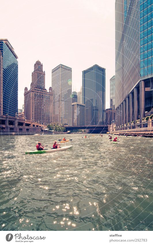 down town Cloudless sky Beautiful weather River Chicago River USA Town Downtown Skyline High-rise Esthetic Exceptional Paddling Canoe Joy Leisure and hobbies