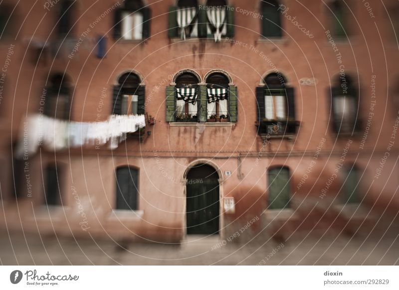 Vacation & Travel House (Residential Structure) Window Architecture Building Door Facade Tourism Clothing Italy Village Manmade structures Washing Laundry Hang