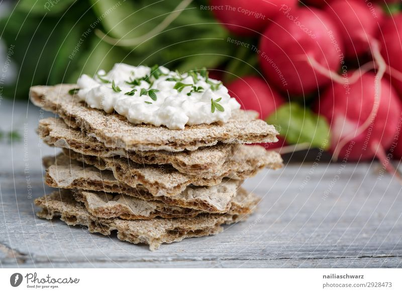 Crispbread with cream cheese and radishes Food Cheese Yoghurt Dairy Products Vegetable Dough Baked goods Bread Herbs and spices Cream cheese Radish crispbread
