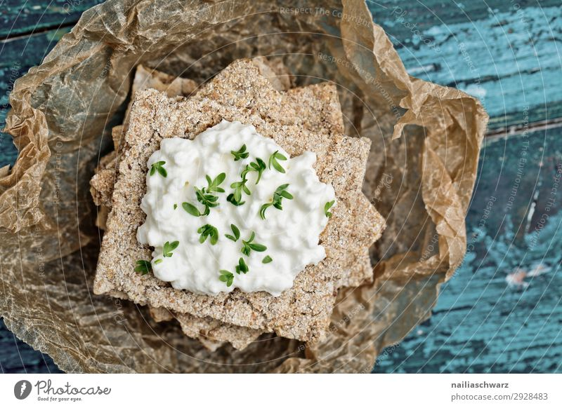 Crispbread with cream cheese Food Cheese Dairy Products Dough Baked goods Herbs and spices Cream cheese Nutrition Organic produce Vegetarian diet Lifestyle