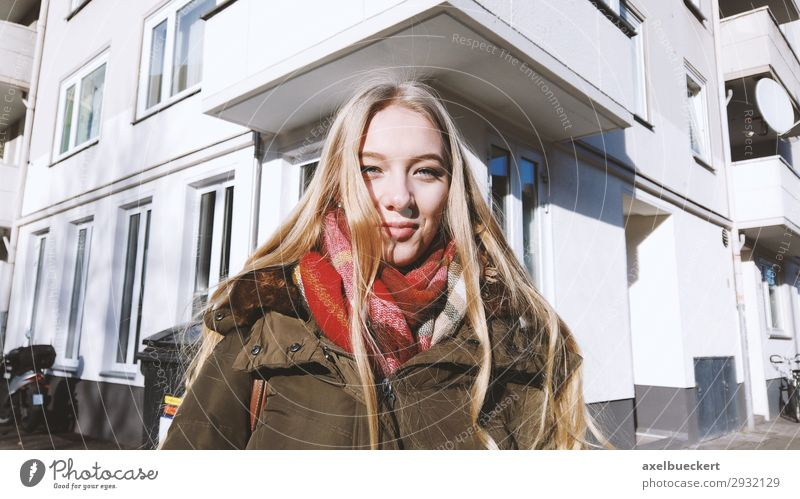 urban portrait of a young woman Lifestyle Winter Human being Feminine Young woman Youth (Young adults) Woman Adults 1 13 - 18 years 18 - 30 years Town
