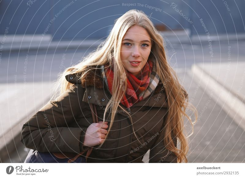 young woman at the bus station Lifestyle Winter Human being Feminine Young woman Youth (Young adults) Woman Adults 1 13 - 18 years 18 - 30 years Town Downtown