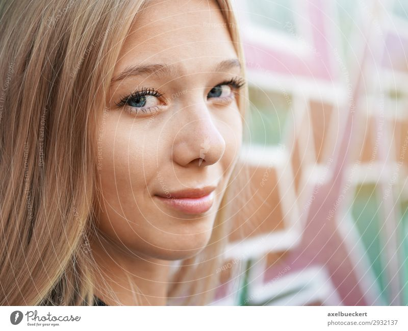 young woman in front of graffiti wall Lifestyle Leisure and hobbies Human being Feminine Young woman Youth (Young adults) Woman Adults 1 13 - 18 years