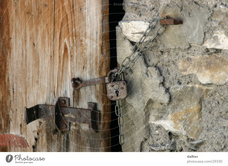 Old Wall (building) Stone Wall (barrier) Door Castle Chain Locking bar Wooden door Door lock Padlock Stone wall