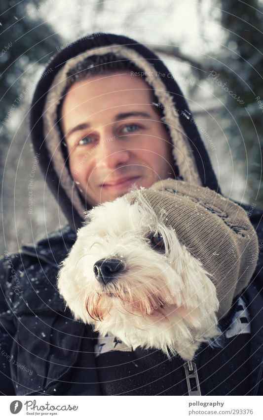 Man's best friend (3) Human being Masculine Young man Youth (Young adults) Adults Life Body 1 18 - 30 years Winter Snow Snowfall Sweater Cap Hooded (clothing)