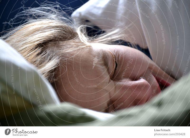 good moooooooooorgen... Bed Feminine Young woman Youth (Young adults) Head 1 Human being 18 - 30 years Adults Sleep Living or residing Near Fatigue Relaxation