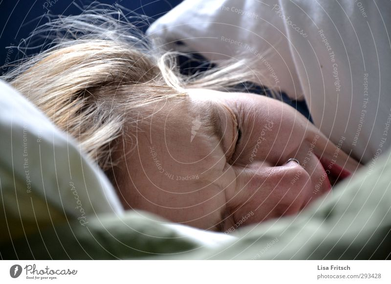 Human being Youth (Young adults) Young woman Relaxation Calm 18 - 30 years Adults Feminine Healthy Time Health care Head Living or residing Sleep Bed Pure