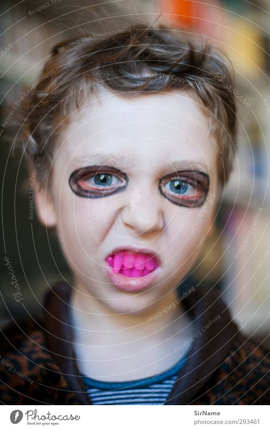 215 [Halloween vampire] Make-up Children's game Night life Hallowe'en Boy (child) Infancy Human being 3 - 8 years Youth culture Subculture vampire teeth Vampire
