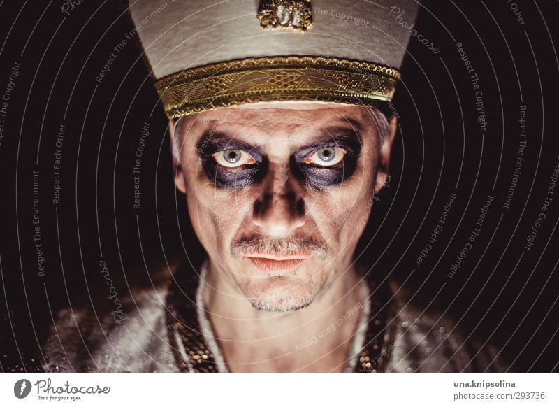 tutenchkrempl Make-up Man Adults 1 Human being 30 - 45 years 45 - 60 years Hat mitre Facial hair Observe Think Old Threat Dark Creepy Rebellious Trashy Crazy