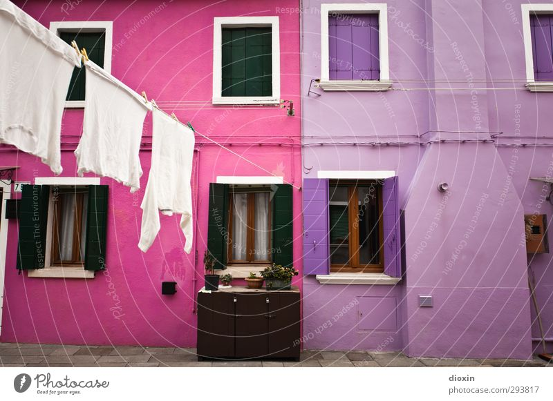 Vacation & Travel City Colour House (Residential Structure) Window Wall (building) Wall (barrier) Pink Facade Tourism Living or residing Italy Village Laundry Tourist Attraction Clothesline