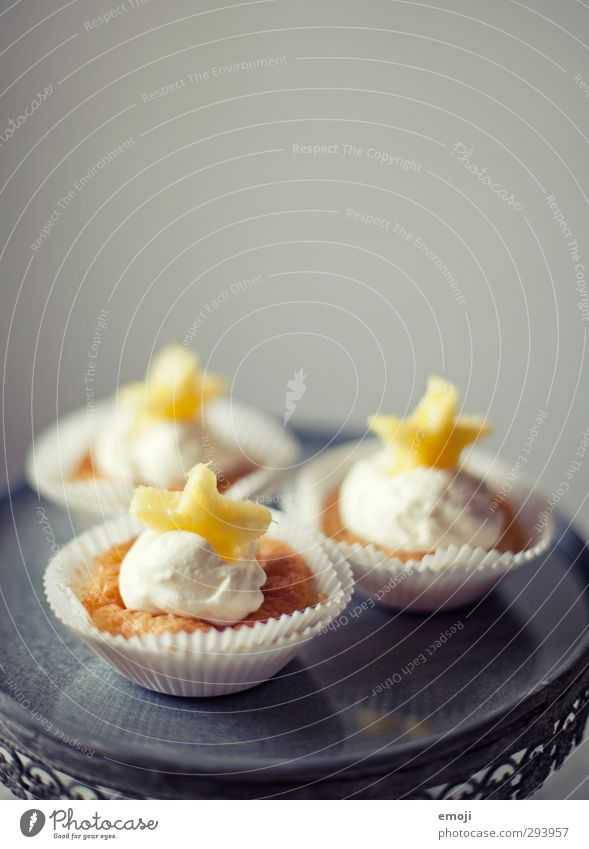 z'Vieri Dessert Candy Nutrition Picnic Finger food Plate Delicious Sweet Yellow Muffin Cupcake Colour photo Interior shot Close-up Deserted Copy Space top