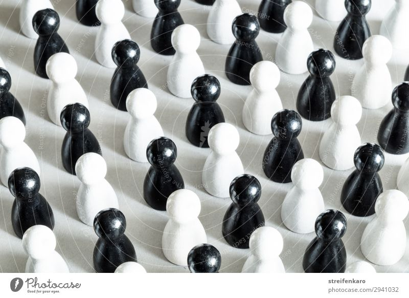 Black and white game pieces are arranged alternately Toys Wood Sign Stand Simple Cold White Force Might Secrecy Together Conscientiously Disciplined Endurance