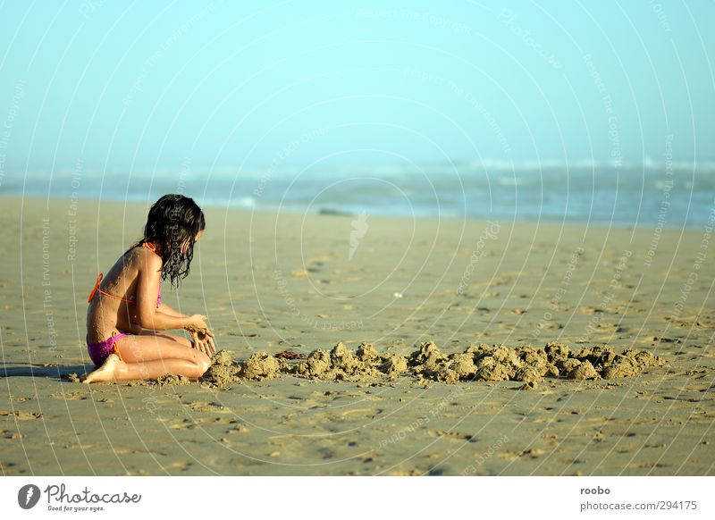 Defence Lines Children's game Vacation & Travel Summer Summer vacation Sun Beach Human being Feminine Girl Body 1 8 - 13 years Infancy Sand Playing