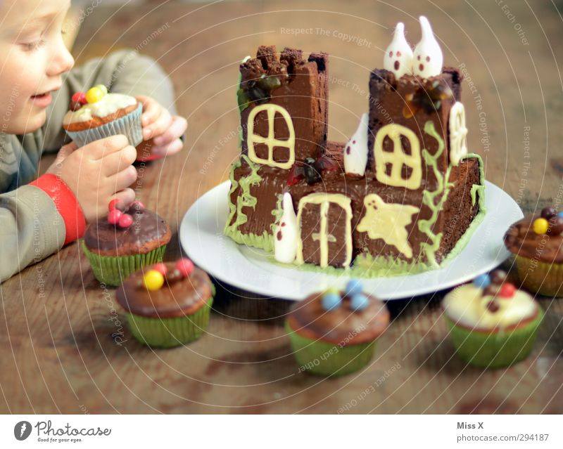 Human being Child Food Infancy Nutrition Sweet Cooking & Baking Toddler Creepy Delicious Candy Ghosts & Spectres  Cake Chocolate Baked goods Hallowe'en