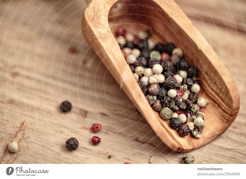 pepper Food Herbs and spices Pepper Peppercorn Nutrition Organic produce Vegetarian diet Bowl Spoon wooden shovel Lifestyle Snowboard Wood Fragrance Natural