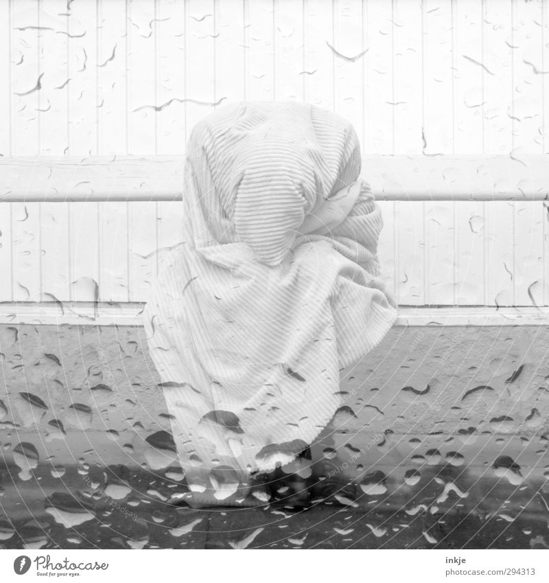 tears Lifestyle Human being Body 1 Water Drops of water Wall (barrier) Wall (building) Facade Terrace Crouch Sit Sadness Wait Cold Gloomy Emotions Moody Grief
