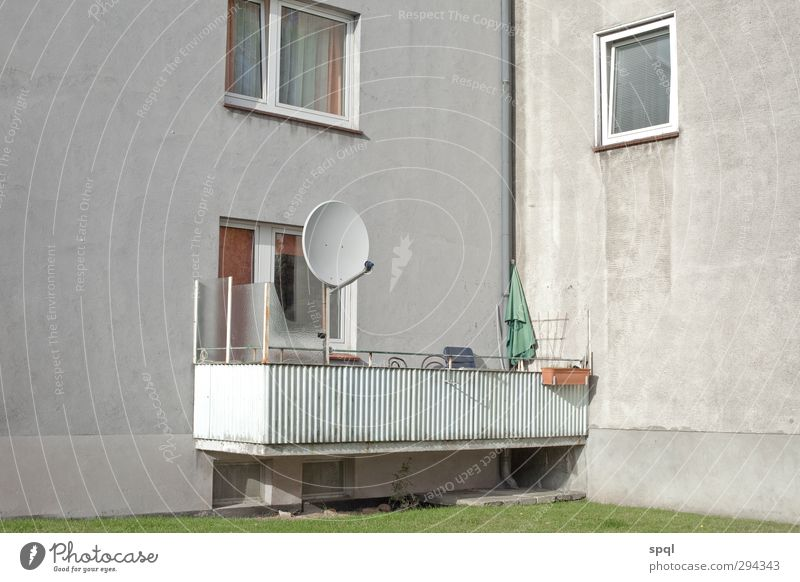 Tristesse Mon Amour House (Residential Structure) Town Facade Balcony Antenna Concrete Poverty Gloomy Gray Longing Wanderlust Loneliness Bizarre Disaster