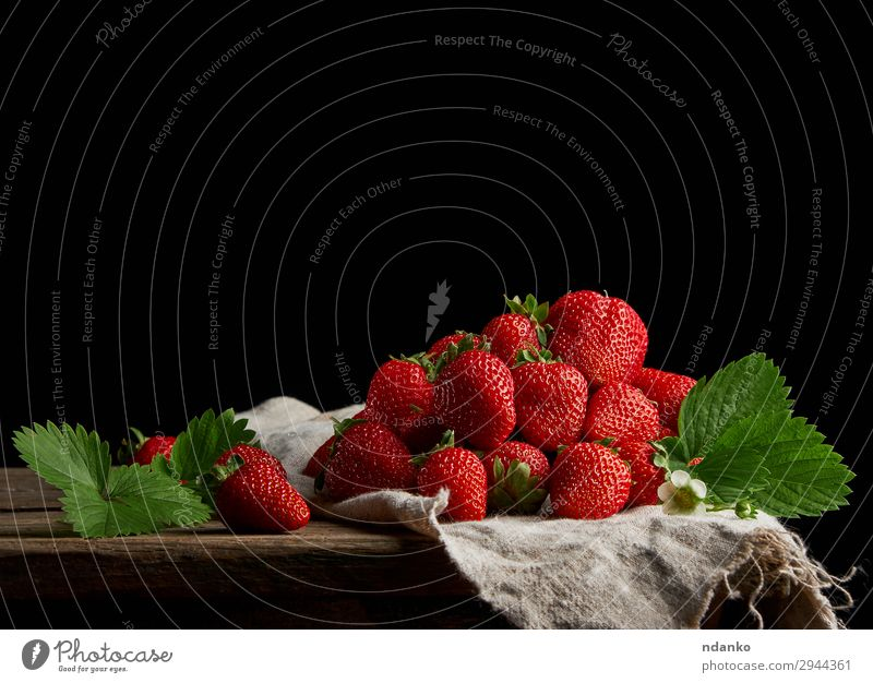 ripe red strawberries Fruit Dessert Table Nature Leaf Wood Fresh Small Delicious Natural Juicy Green Red Black Strawberry sweet Tasty Vitamin Refreshment