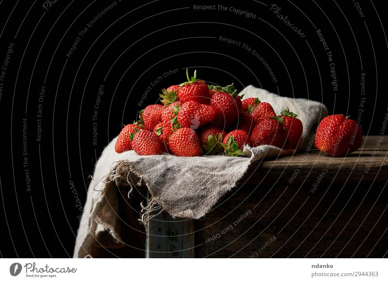 bunch of fresh ripe red strawberries Fruit Dessert Table Nature Leaf Wood Fresh Small Natural Green Red Black Strawberry Mature food healthy sweet Organic bush
