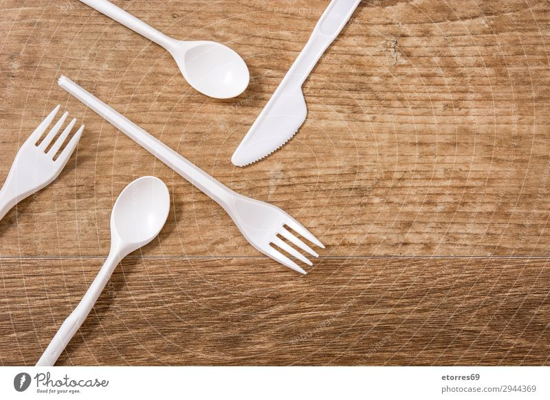 Disposable plastic cutlery on wooden table. Top view Blue White Wood Environment Group Birthday Table Kitchen Plastic Crockery Ecological Conceptual design
