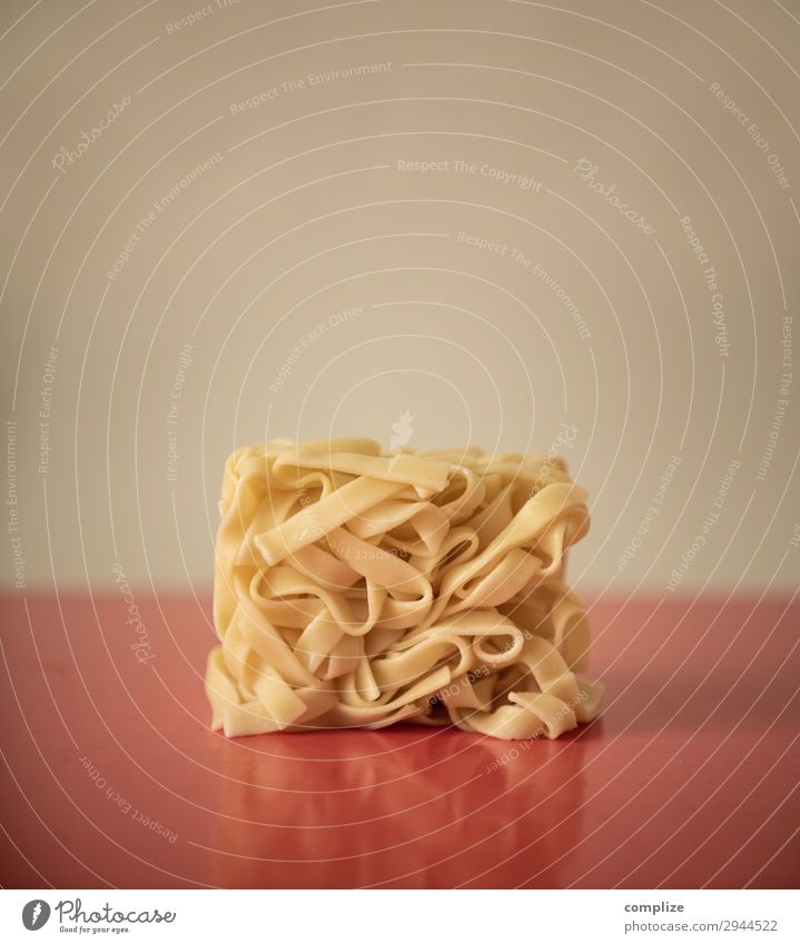 Noodles in the square Food Dough Baked goods Nutrition Eating Lunch Organic produce Italian Food Happy Beautiful Healthy House building Decoration Kitchen
