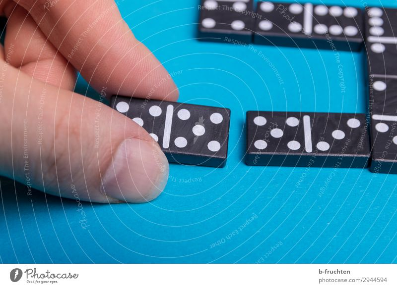 affiliation Joy Happy Playing Fingers Toys Digits and numbers Touch Movement To hold on Success Blue Black Relationship Domino Match Related Together 5