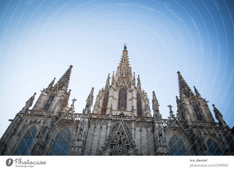La Cathedral de Barcelona Lifestyle Vacation & Travel Tourism Sightseeing City trip Culture Town Old town Deserted Church Dome Tourist Attraction Landmark