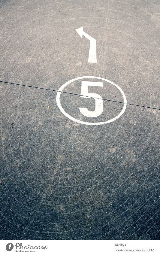 5 Transport Traffic infrastructure Street Lanes & trails Sign Digits and numbers Arrow Authentic Gray White Target Trend-setting Asphalt Left Colour photo