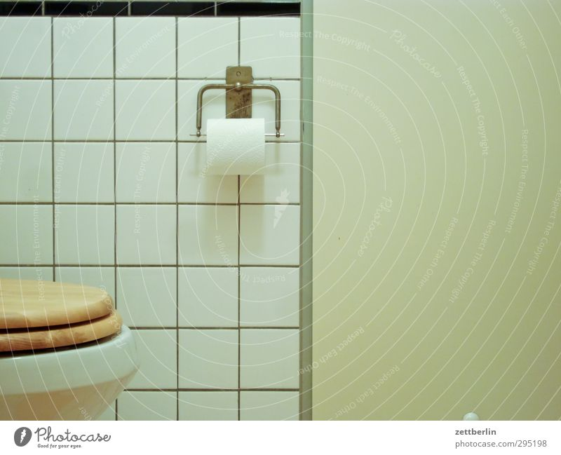 Water Wall (building) Interior design Line Flat (apartment) Living or residing Bathtub Cleaning Paper Bathroom Clarity Copy Space Tile Personal hygiene Toilet