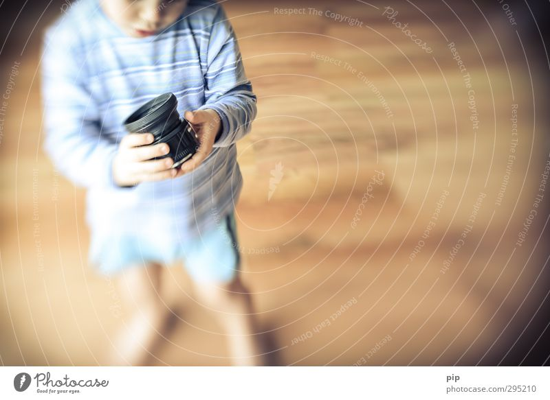lens-baby muse Objective Lens Human being Child Boy (child) Infancy Body Hand 1 Observe Discover Looking Playing Stand Curiosity Cute Retro Interest lensbaby