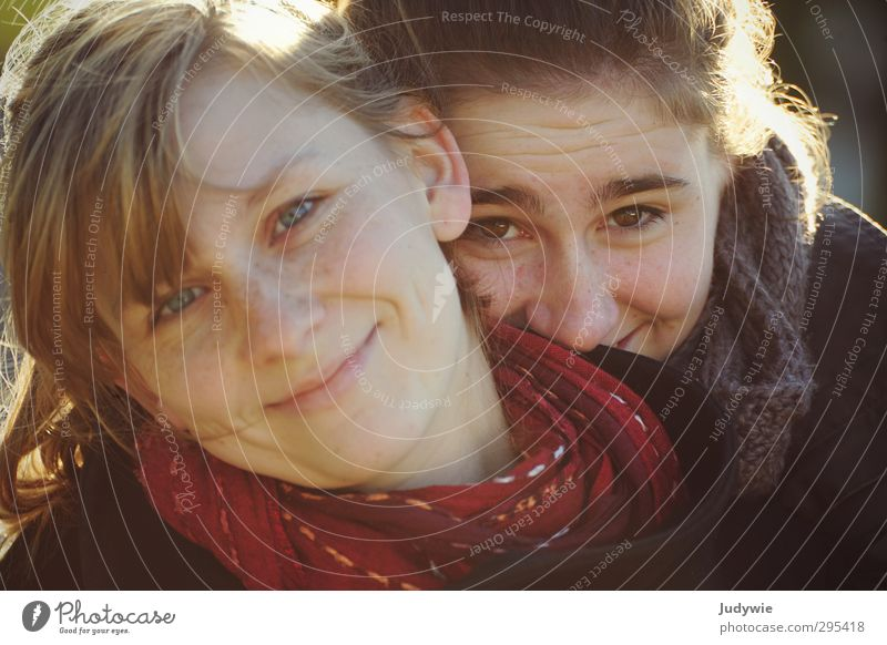 sisters Harmonious Human being Feminine Young woman Youth (Young adults) Brothers and sisters Sister Life Face 13 - 18 years Child 18 - 30 years Adults