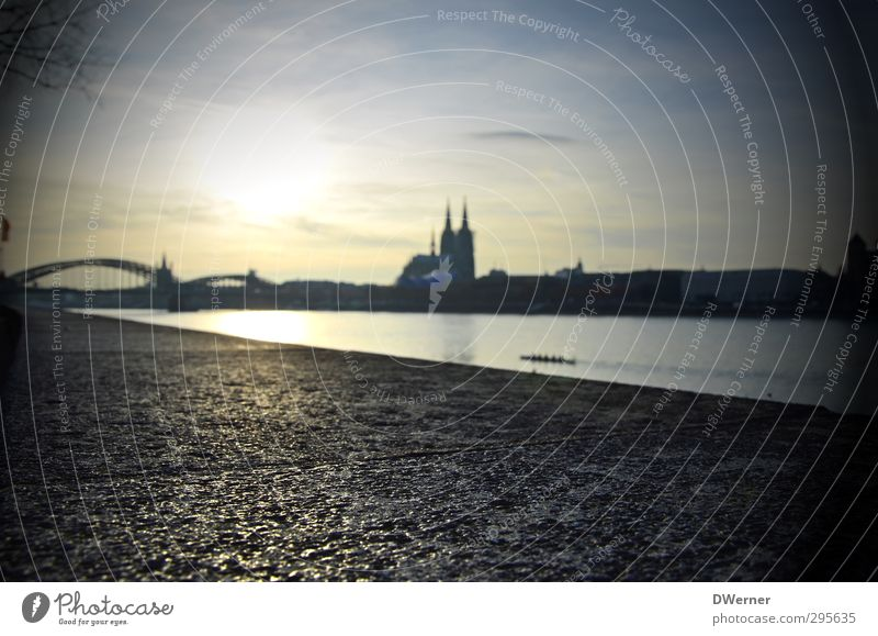 Cathedral in Kölle Tourism Sightseeing City trip Beach Elements Horizon Town Capital city Skyline Church Dome Bridge Navigation Inland navigation Driving