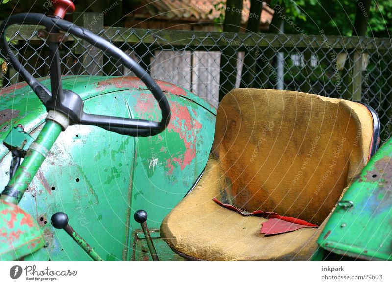Old horse Tractor Steering wheel Leather Fence Industry Träcker Seating Rust