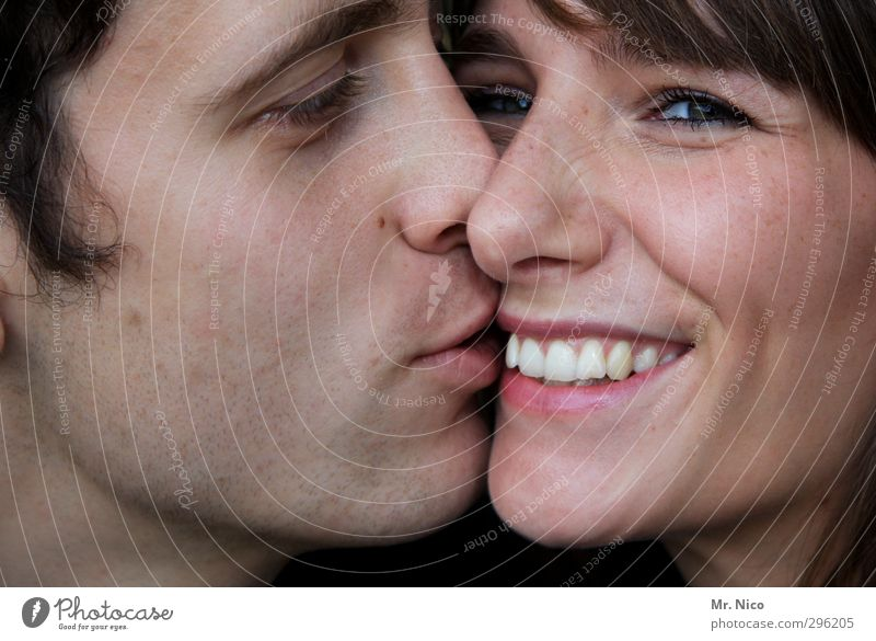 kiss Masculine Feminine Young woman Youth (Young adults) Young man Couple Partner Skin Face Mouth Lips Teeth 2 Human being Touch To enjoy Kissing Smiling
