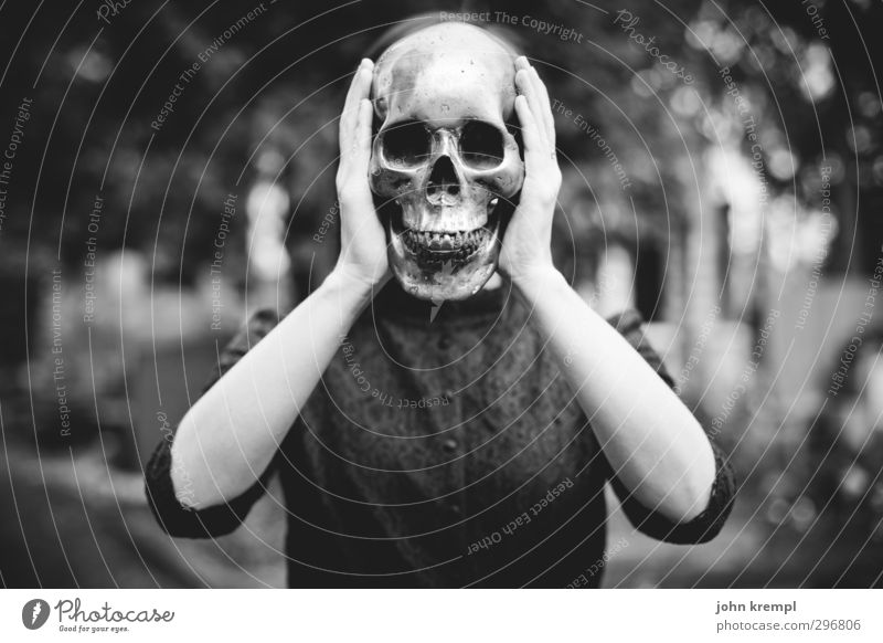 Head-heavy scream. Feminine Young woman Youth (Young adults) Face Death's head 1 Human being 18 - 30 years Adults Cemetery Stand Threat Cool (slang) Dark Creepy