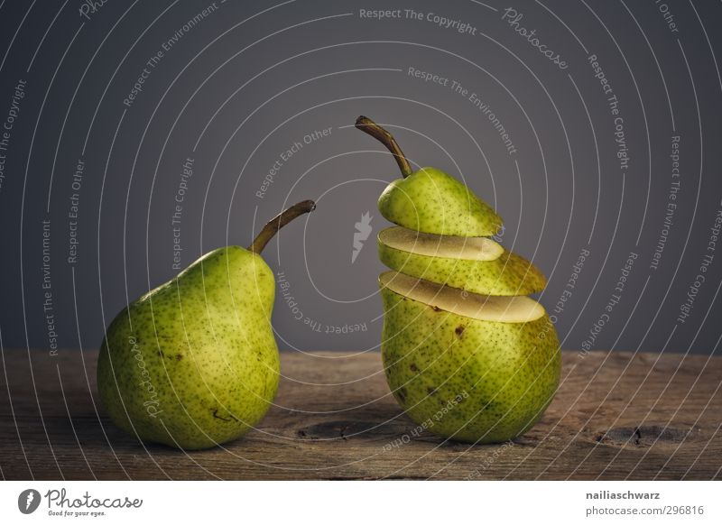 encounter Food Fruit Pear Organic produce Vegetarian diet Observe To talk Communicate Looking Stand Sadness Creepy Delicious Funny Cute Gray Green Friendship