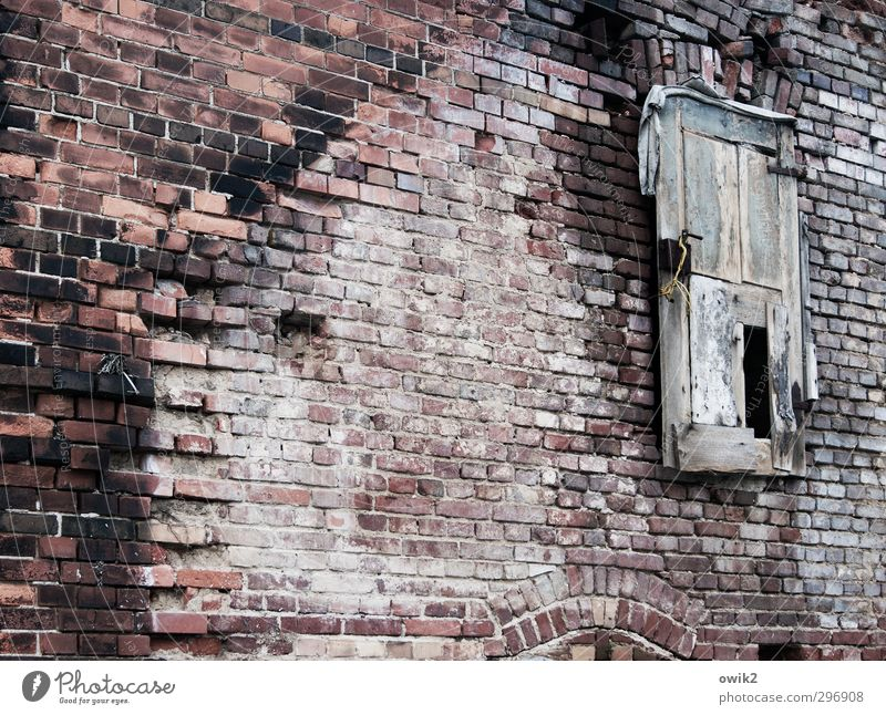 guest entrance House (Residential Structure) Ruin Manmade structures Building Architecture Wall (barrier) Wall (building) Facade Door Brick wall Brick facade