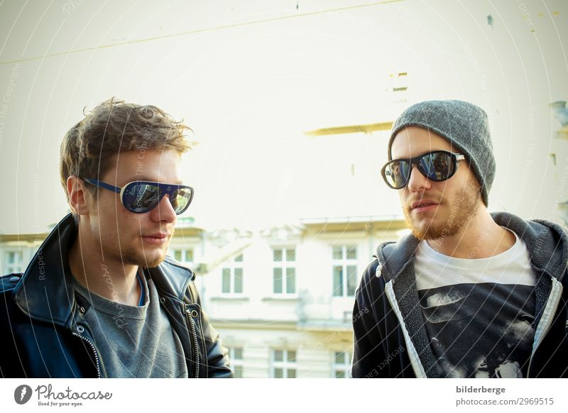 berlin-style 19 Lifestyle Leisure and hobbies Study University & College student Brothers and sisters Friendship 2 Human being Artist Band Musician Capital city