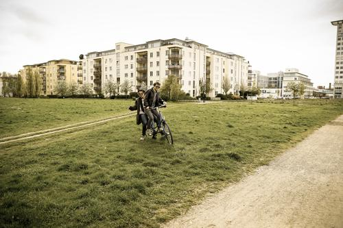 berlin-style 11 Lifestyle Leisure and hobbies Cycling University & College student Masculine Friendship Couple Partner 2 Human being Environment Fashion