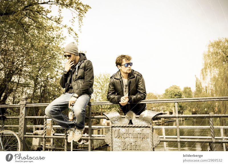 berlin-style 4 Lifestyle Style Club Disco University & College student Masculine Friendship 2 Human being Subculture Capital city Downtown Fashion Sunglasses