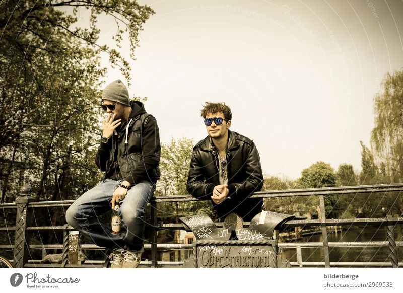 berlin-style 3 Lifestyle Study University & College student Friendship Artist Fashion Sunglasses Cool (slang) Hip & trendy Modern Rebellious Retro Power