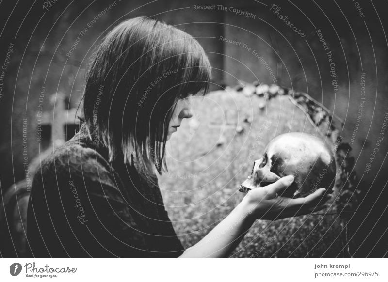 Alas, poor Yorick! I knew him, Horatio Feminine Woman Adults 1 Human being 18 - 30 years Youth (Young adults) Cemetery Threat Cool (slang) Dark Creepy Retro