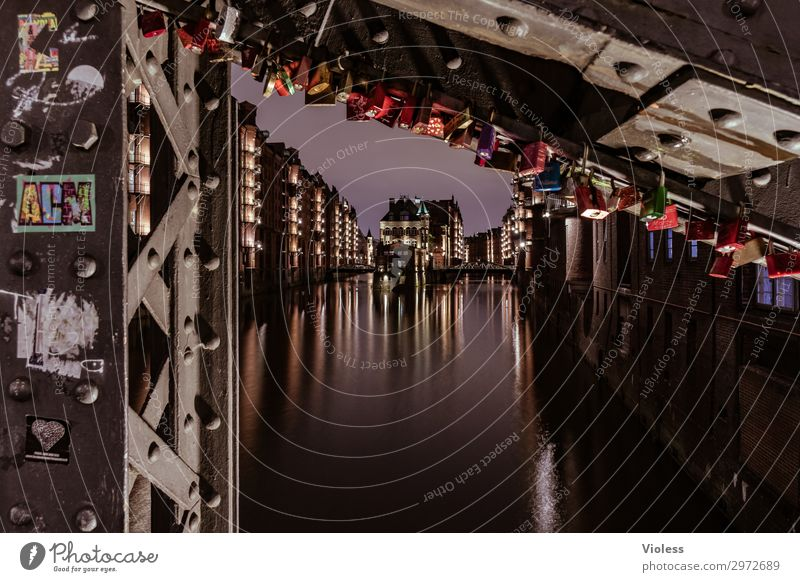 many castles Night life Harbour Architecture Facade Esthetic Historic Maritime Red Attraction City Harbor city Hamburg Port of Hamburg bridge Illumination