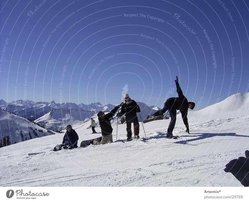 Sky Youth (Young adults) Blue White Joy Mountain Snow Funny Style Group Friendship Sit Large Beautiful weather Break Posture