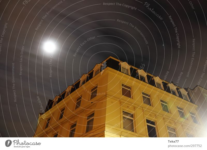 Night, City Environment Weather Village Town Downtown Deserted House (Residential Structure) Manmade structures Building Architecture Yellow Gold Gray