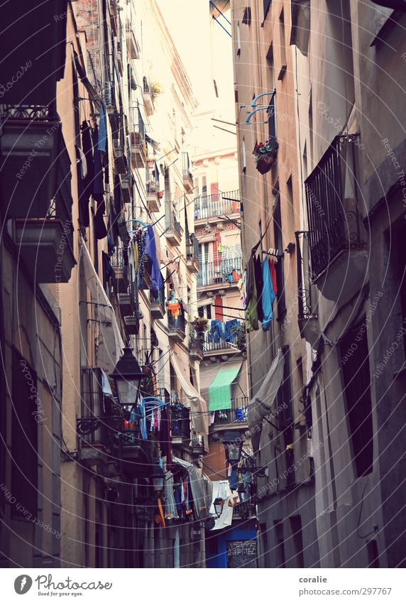 Barcelona Town Downtown Old town Overpopulated House (Residential Structure) High-rise Wall (barrier) Wall (building) Facade Balcony Window Together Infinity